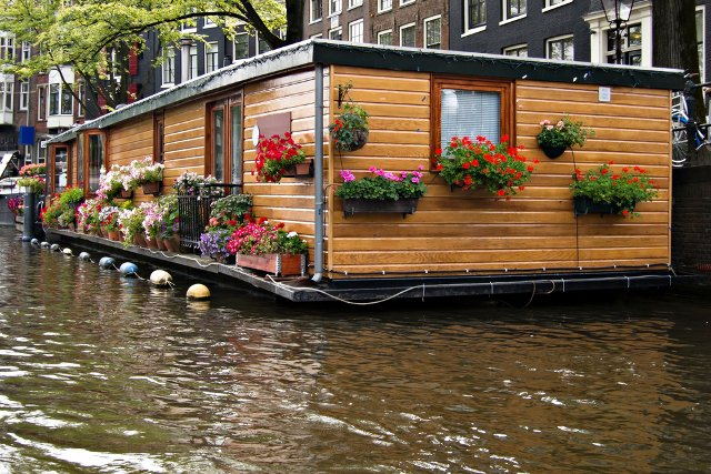 sleep in a houseboat