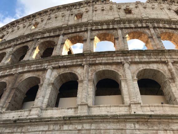 Колизеумът и впечатляващата му архитектура