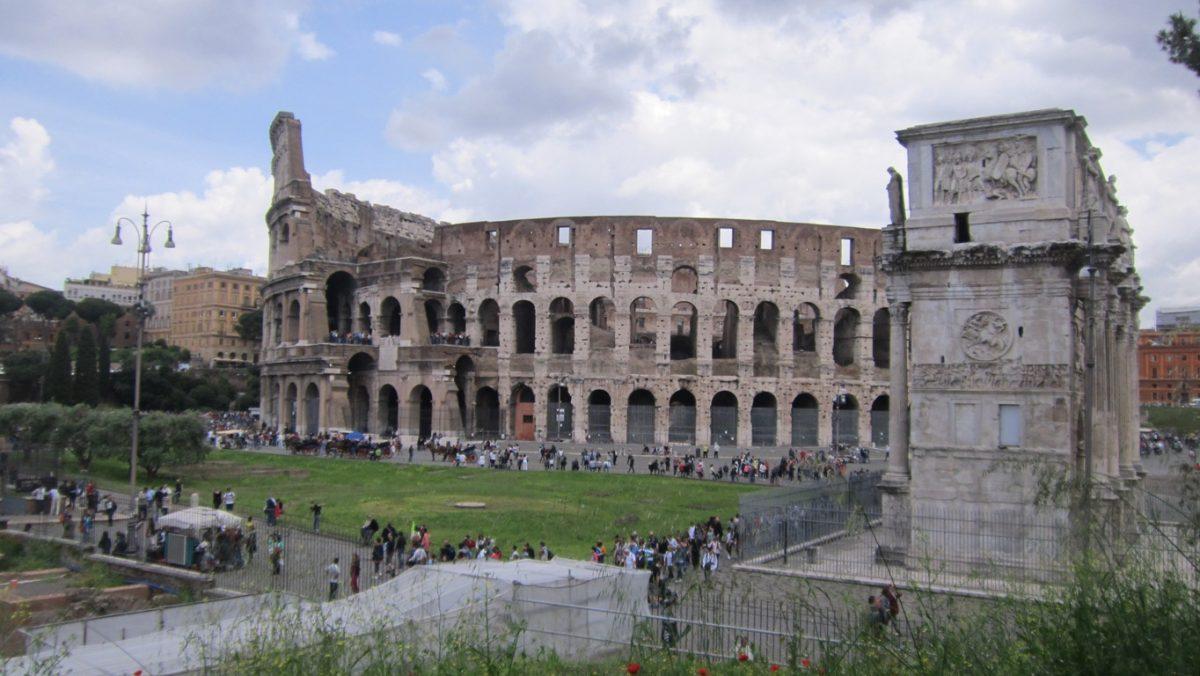 Колизеумът отдалеч