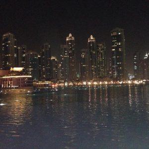 Дубай през нощта