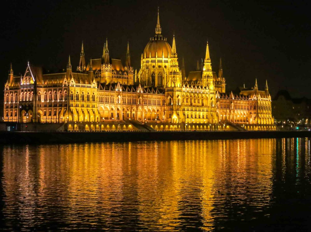 Parlament at night