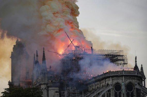 пожар в Катедралата Нотр Дам