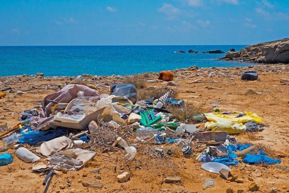 боклук на плажа