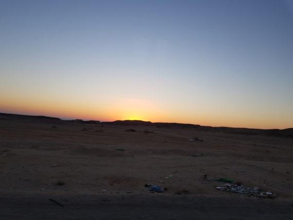 изгрев над пустинята