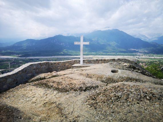 кръст ман. Св. Троица