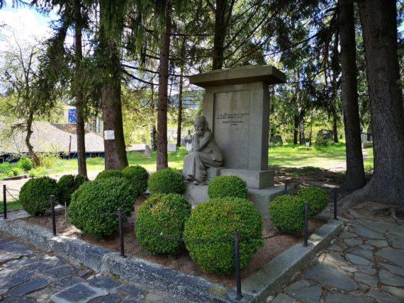 гроб на Дебелянов
