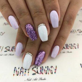 бяло лилави нокти