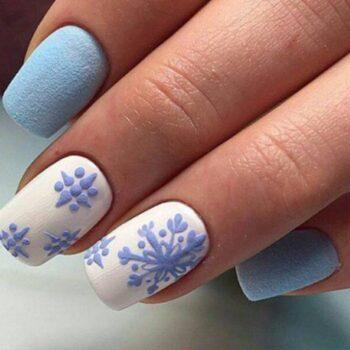 нежни сини къси нокти