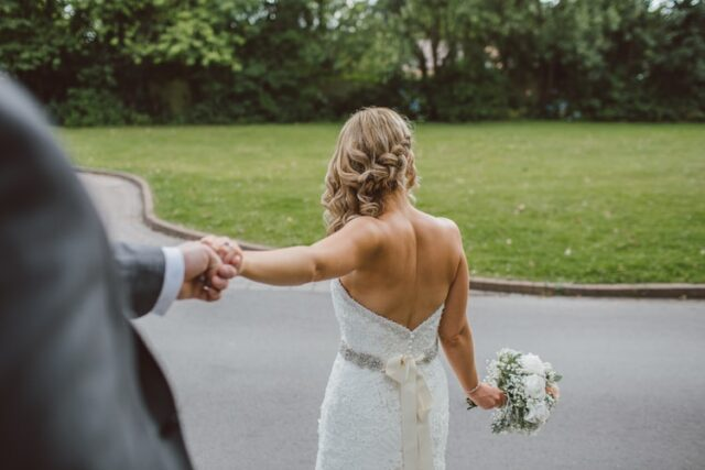 сватбена прическа плитка