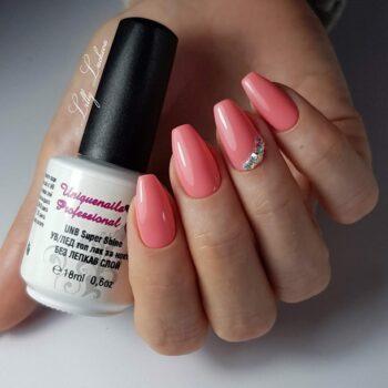розови стилни нокти