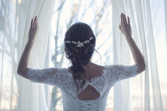 сплетена сватбена прическа