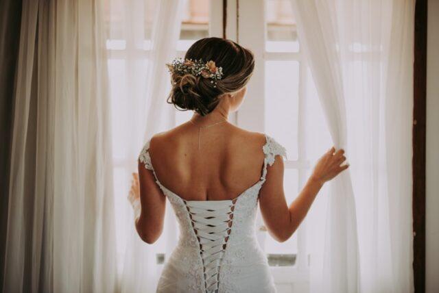 сватбен небрежен кок