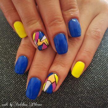 маникюр за къси нокти сини с жълто