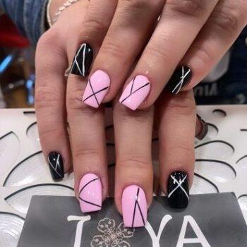 розово-черен маникюр