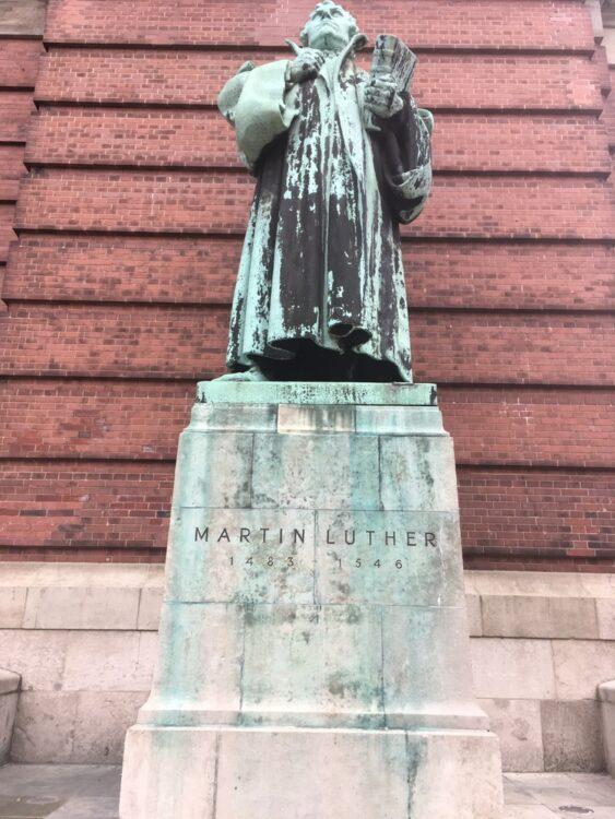 статуя на Лутер