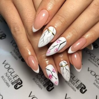 бял френски маникюр на остри нокти