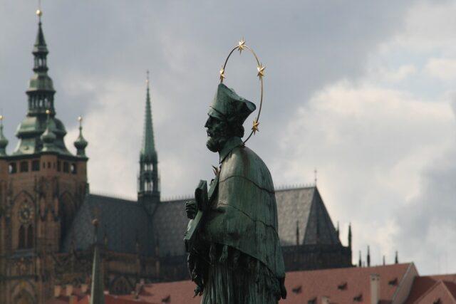 статуя на Карлов мост