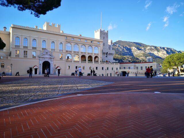 площад пред Двореца на Монако