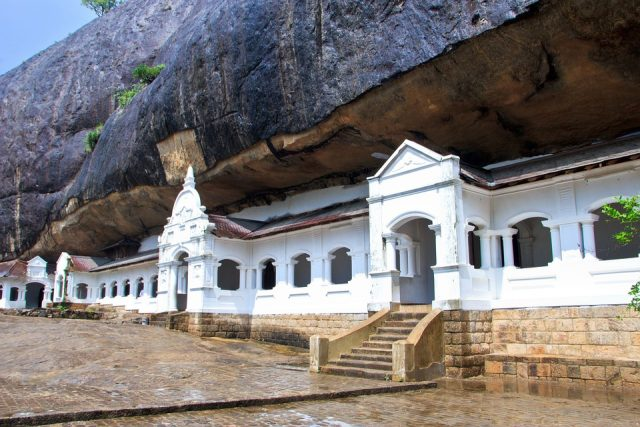 Дамбула пещерен храм