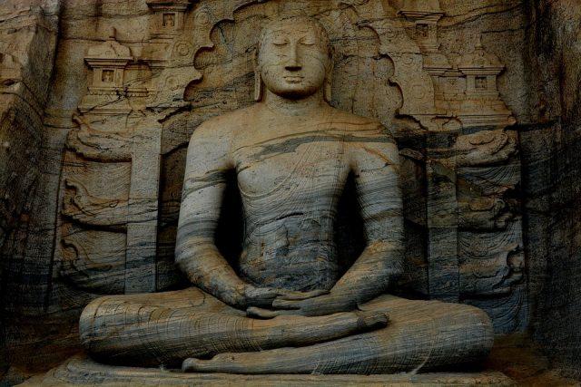 статуя Буда Шри Ланка