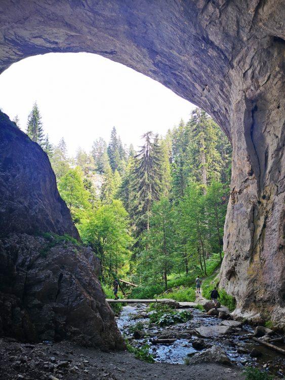 реката под арките