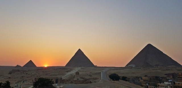 залез пирамиди