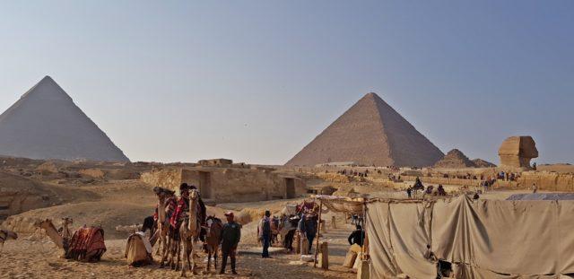 пирамидите отдалеч