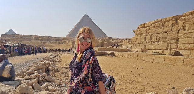 пред пирамидите в Гиза