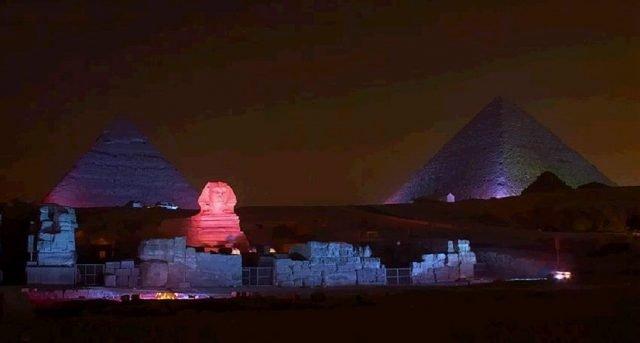 Шоуто Звук и светлина пирамиди