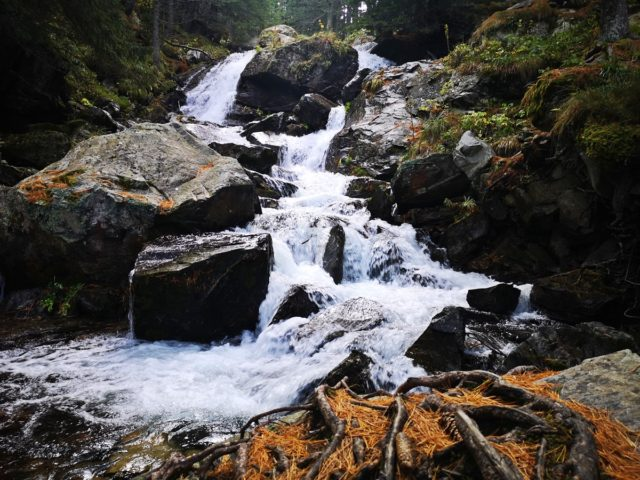 водопад от река Скакавица
