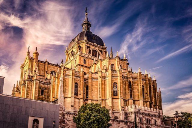 катедрала Алмудена Мадрид