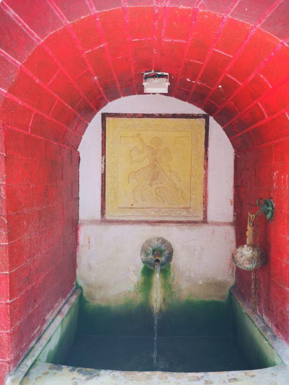 вода от манастира