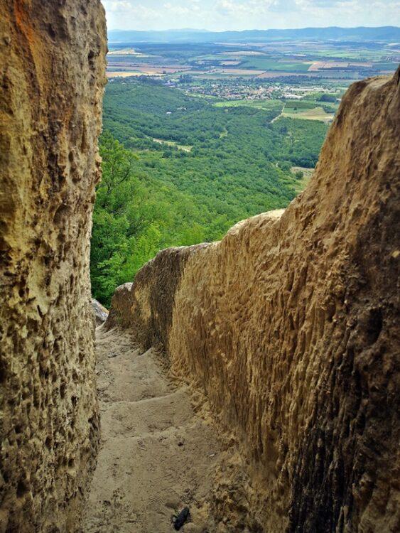 част от стълбите с парапет