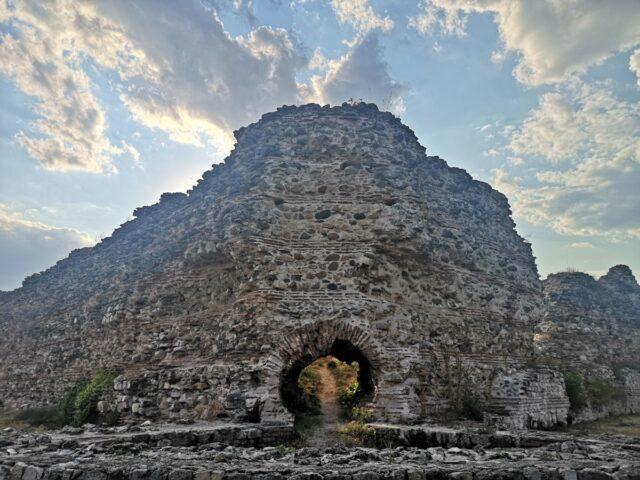 крепостни стени Хисаря